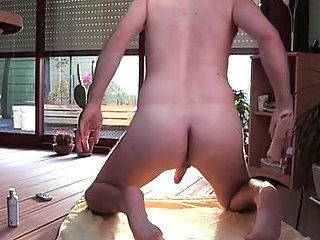 Hot hunk jacking off on the floor