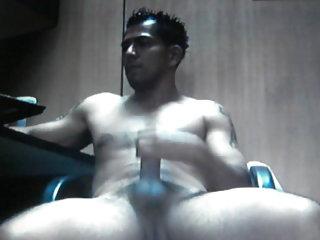 Straight guy jerking on cam