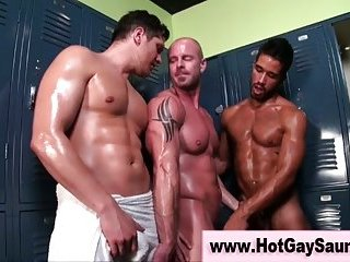 Straight amateur hunks get nasty making out